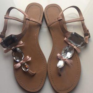 BCBG jewel & bow flat sandals, sz 7 🎀💎